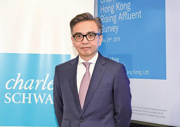 嘉信理財香港董事總經理方碩穩指出,43%受訪者視房地產作長期投資目標,34%以子女教育為長期目標。(郭威利/大紀元)