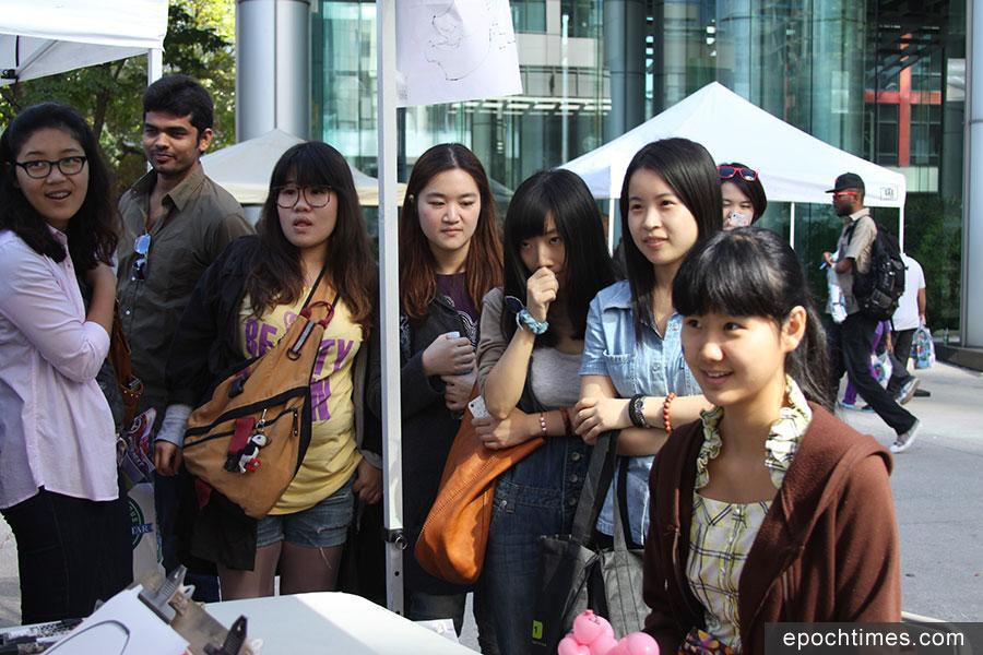 海外中國留學生。(周月諦/大紀元)