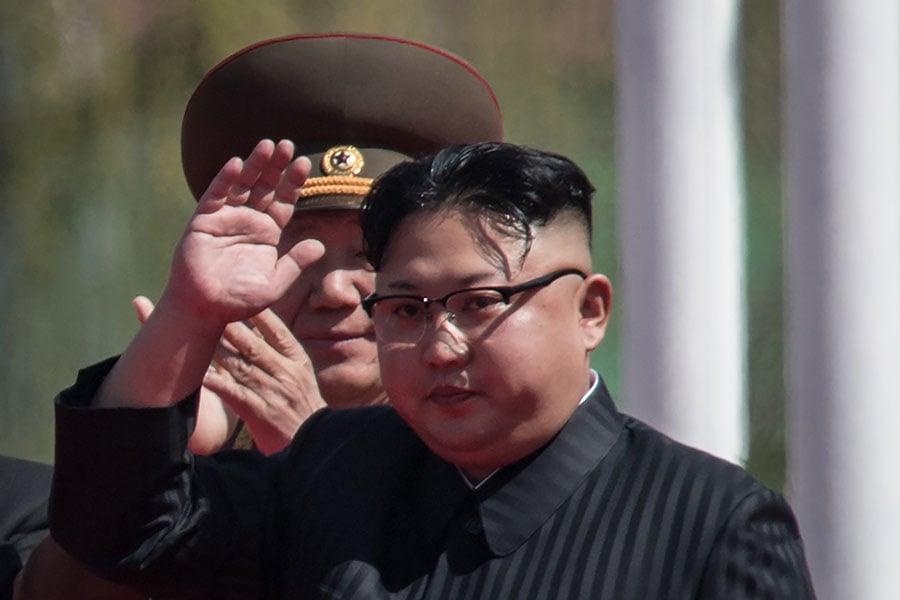 NBC引述三名美國官員說,一份最新美國情報評估斷定,北韓無意在近期內放棄核武器。美國雖然在積極籌備特金會,但是也高懸利劍,準備好了一套對朝最新制裁方案。(ED JONES/AFP/Getty Images)