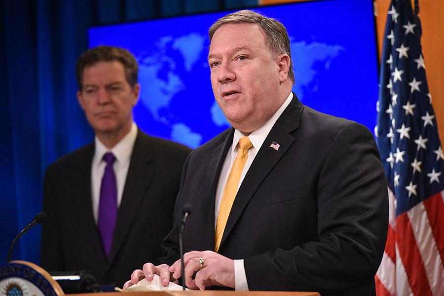 美國國務卿蓬佩奧(Mike Pompeo)在國務院新聞發佈會上說,「宗教自由流淌在美國人的血液中。正如前總統詹姆斯・麥迪遜(James Madison)所寫的『良心是所有財產中最為神聖的』。」(MANDEL NGAN/AFP/Getty Images)