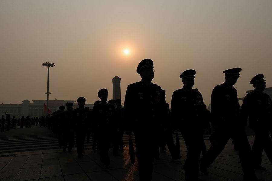 中共十九大之後,官員的自殺潮近日出現前所未有的高峰,6日內有4名中共官員自殺。(Lintao Zhang/Getty Images)