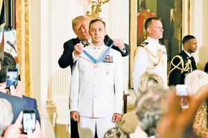 特朗普與軍方五天三次互動