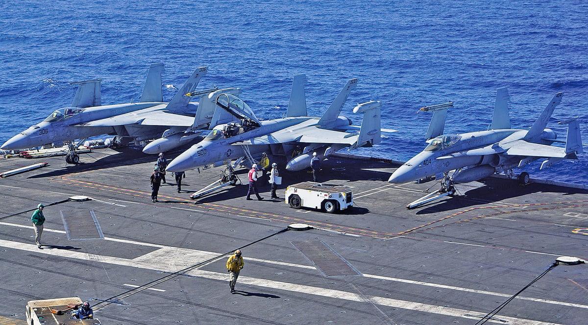 美防長堅稱將在南海繼續航行自由行動。圖為美航母卡爾文森號在南海航行。(Getty Images)