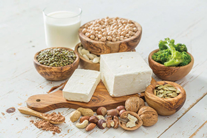 最新研究發現,常吃豆類,或者富含油性魚類,女士更年期竟可推遲3.3年。(Fotolia)