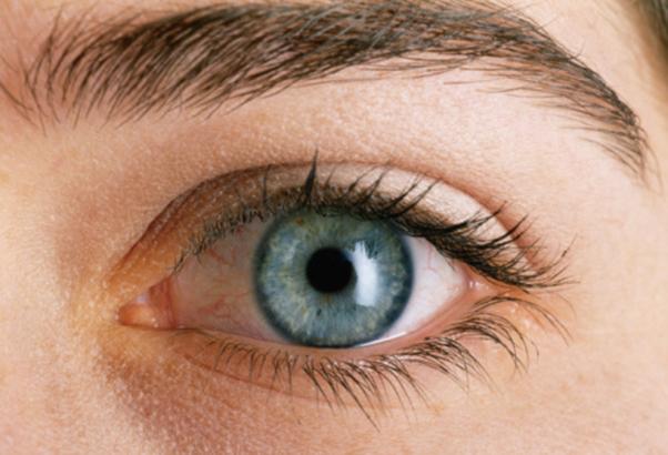 研究人員表示,掃描斑點和檢查眼睛的血管可能是監測阿茲海默症的有價值工具。(Photos.com)