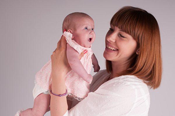 一項研究報告顯示,在33歲之後生育最後一個孩子的女性更容易長壽。(Creative Commons)