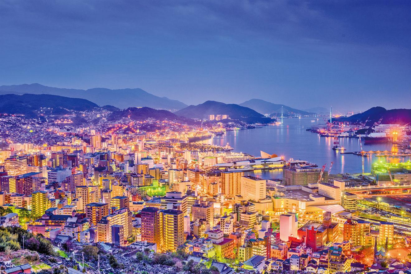 日本長崎市的萬家燈火。(Fotolia)
