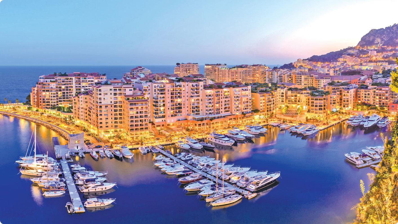 停泊於港灣的豪華遊輪豐富著摩納哥的夜生活。(Fotolia)