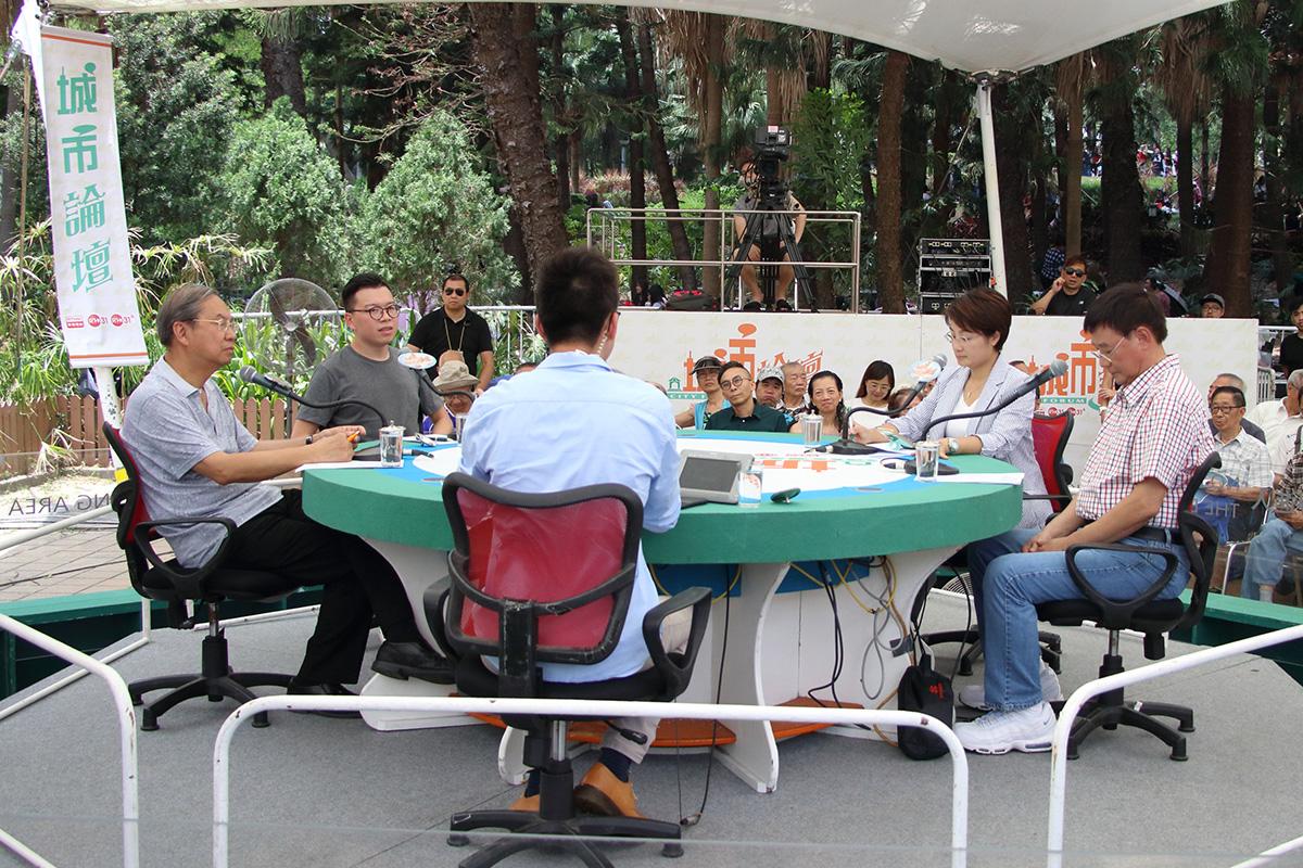 《城市論壇》昨日討論九龍西即將進行的補選,民協區議員何啟明提出民主派以初選決定參選人。(蔡雯文/大紀元)