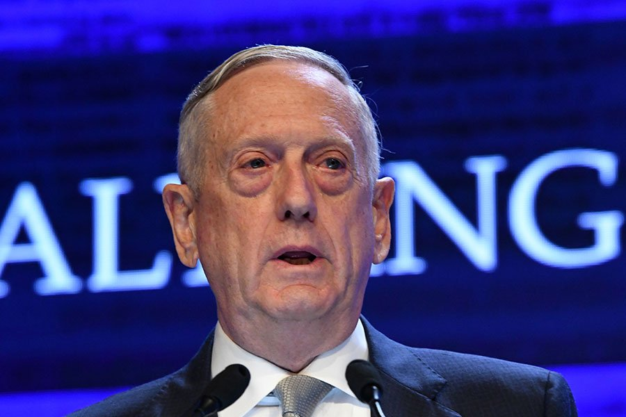 6月2日,美國國防部長馬蒂斯出席兩年一度的「香格里拉對話」年度亞洲安全會議。他在會中警告中共,在南海島礁上搞軍事化會面對更大後果。(ROSLAN RAHMAN/AFP/Getty Images)