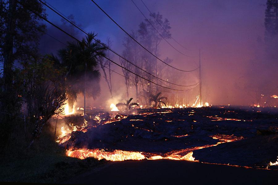 夏威夷基拉韋厄火山噴發持續造成損失,快速移動的熔岩在大島東部摧毀了更多的社區。(Mario Tama/Getty Images)
