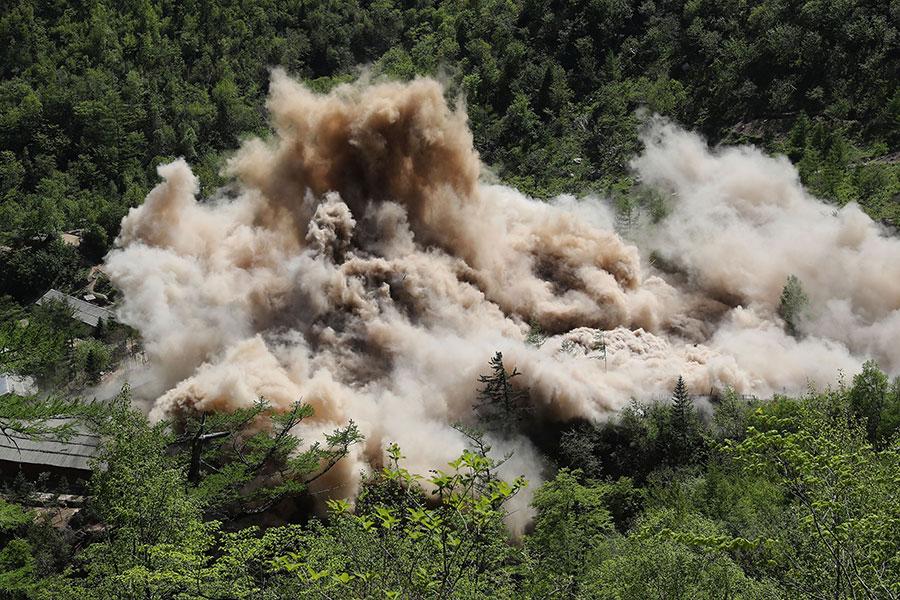 南韓「每日北韓」網站援引北韓內部消息稱,北韓炸毀豐溪里核試驗場的核設施,並邀請外國記者見證,只是欺騙國際社會的掩眼法。(News1-Dong-A Ilbo via Getty Images)