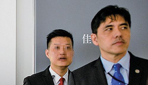 在香港長洲出生的前CIA僱員李振成(右),5月被起訴共謀蒐集美國國防情報或將有關情報洩漏給中共當局罪名。(ANTHONY ALLACE/AFP/Getty Images)