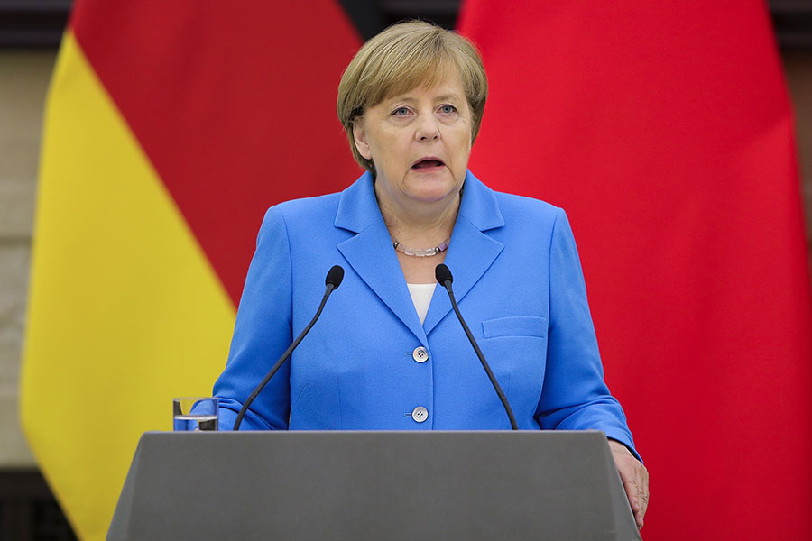 4月24日,德國總理默克爾訪問北京,在人民大會堂與中共總理李克強舉行聯合記者會。(Lintao Zhang/Getty Images)