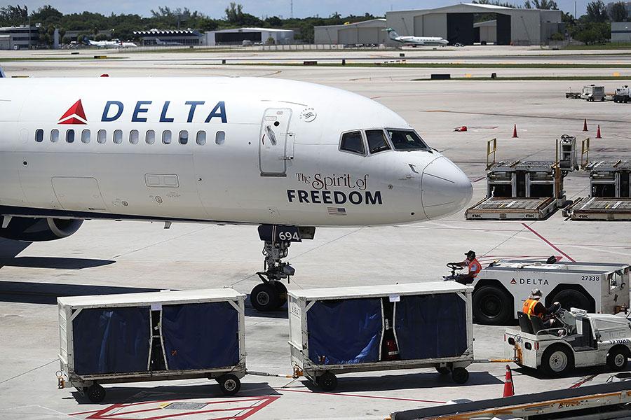 對於中共強制包括美國在內的外國航空公司,遵守其對台灣政治地位的認定,美國特朗普政府敦促美國的航空公司,不要理會中共的要求。(Joe Raedle/Getty Images)