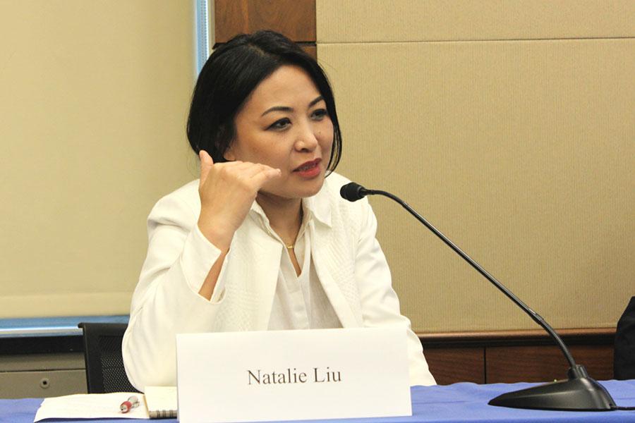 美國之音資深記者燕青在研討會上表示,各個階層的中國民眾都在覺醒,這是真正意義上的社會進步,也是中國的希望所在。(林樂予/大紀元)