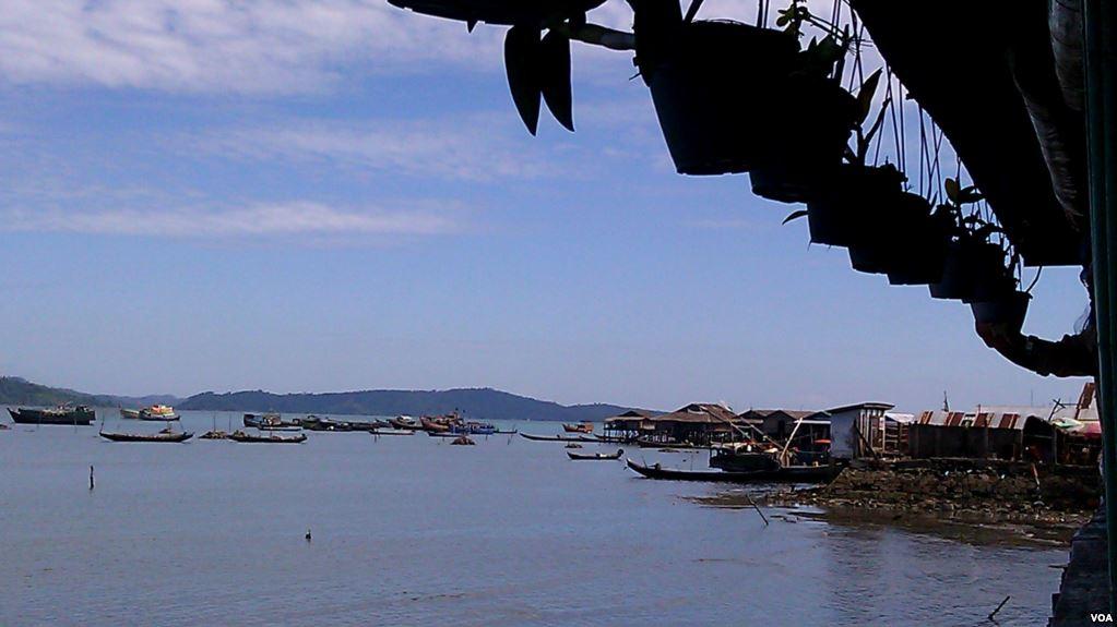 緬甸日前正在重新評估由中共參與投資的皎漂港項目。缅方官員稱,他們擔心一旦緬甸未能償還債務,該港口最終可能被北京方面控制。(美國之音/朱諾)