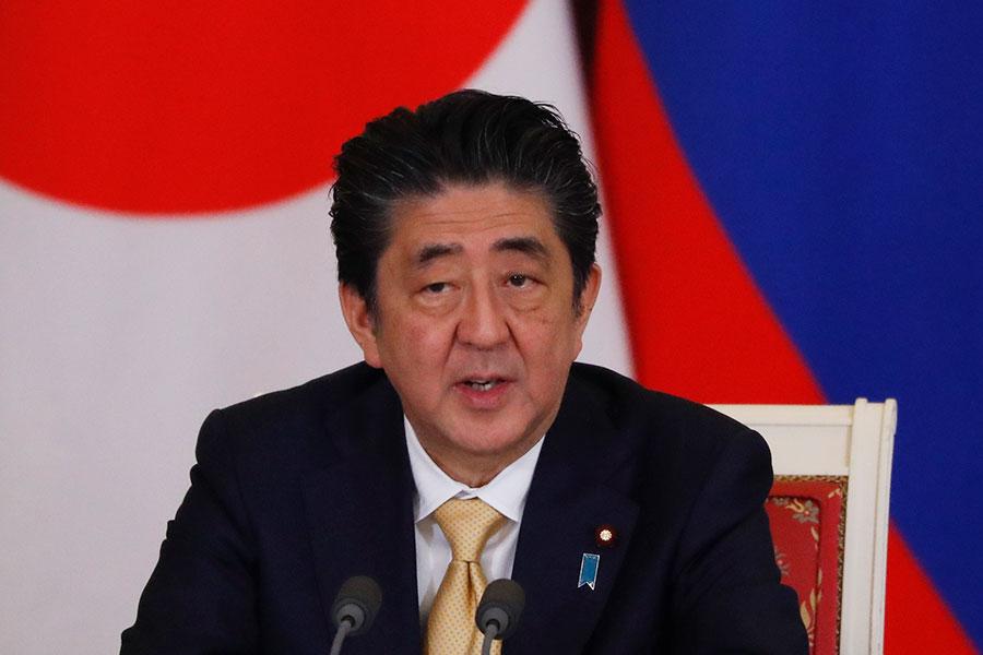 日本首相安倍晉三於6月6日啟程前往美國七會特朗普總統,日方希望搶在特金會前傳達,要求北韓必須完全去核化及釋放被綁架的日本公民等立場。(GRIGORY DUKOR/AFP/Getty Images)
