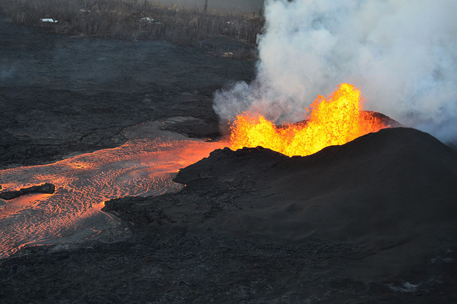 夏威夷火山新噴發 熔岩四溢摧毀數百房屋