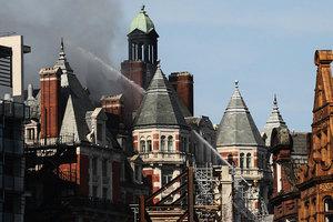 倫敦文華東方豪華酒店失火 濃煙沖天