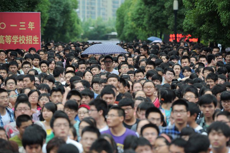 圖為2013年中國高考資料圖片。(AFP)