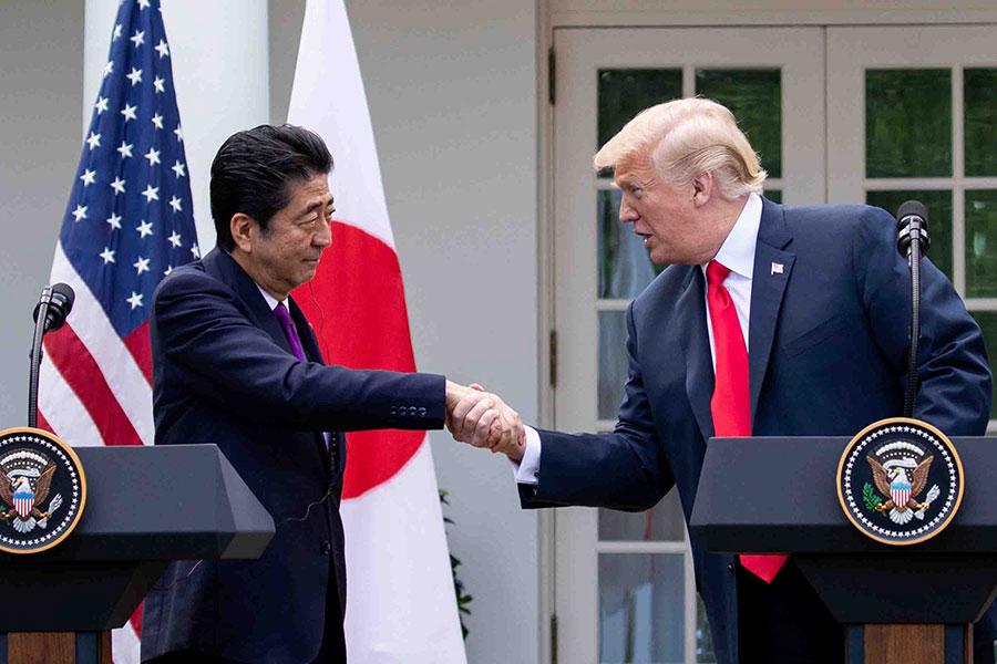 2018年6月7日下午,美國總統特朗普和日本首相安倍晉三在白宮玫瑰園舉行聯合記者會。(Samira Bouaou/大紀元)