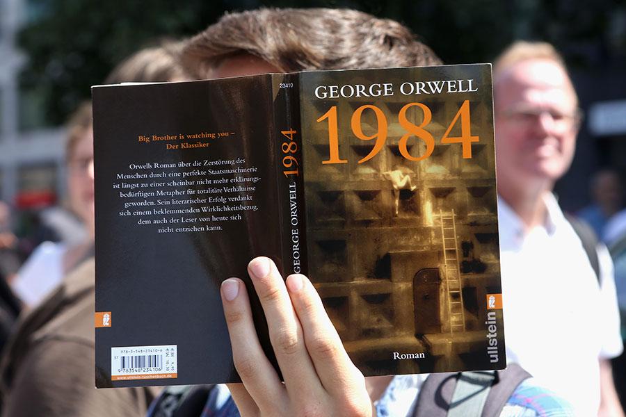 英國作家喬治・奧維爾的名著《1984》。(Adam Berry/Getty Images)