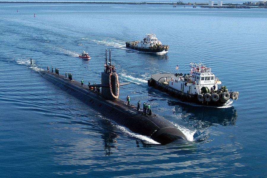據美國官員透露,中共政府黑客侵入美國海軍承包商的電腦,竊取海量潛艇戰高度敏感數據,其中包括2020年前開發用於美國潛艇的超音速反艦導彈秘密計劃。圖為美國潛艇。(Mark A. Leonesio/U.S. Navy via Getty Images)