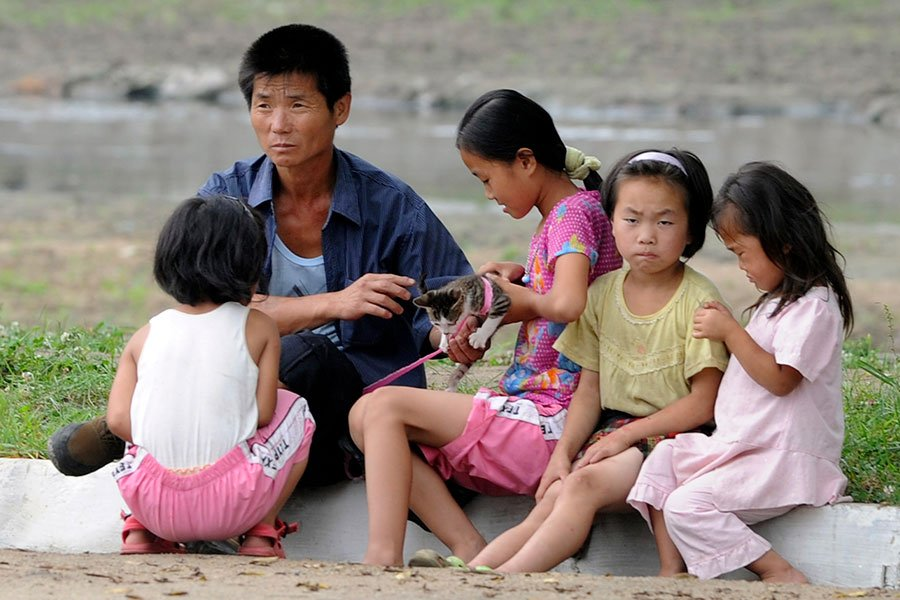 脫北者金永日(Kim Young-il)近日接受媒體採訪時透露,北韓人民知道金氏政權經常向他們撒謊,並用和目前真實狀況相矛盾的宣傳給他們洗腦。但鮮少有人清楚北韓和外部世界之間的真實差異。(GOH CHAI HIN/AFP/Getty Images)