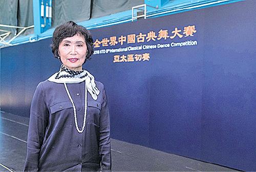 新唐人中國古典舞大賽亞太區初賽評委主席、著名舞蹈家張鐵鈞讚揚選手為弘揚中華神傳文化而付出努力。(余鋼/大紀元)