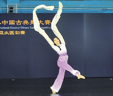 青年女子組選手詹宜瑾參賽的劇目為《佳人曲》。(宋碧龍/大紀元)
