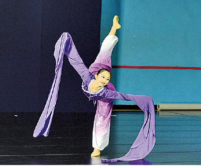 青年女子組選手楊彩眉參賽的劇目為《蘭亭袖舞》。(宋碧龍/大紀元)