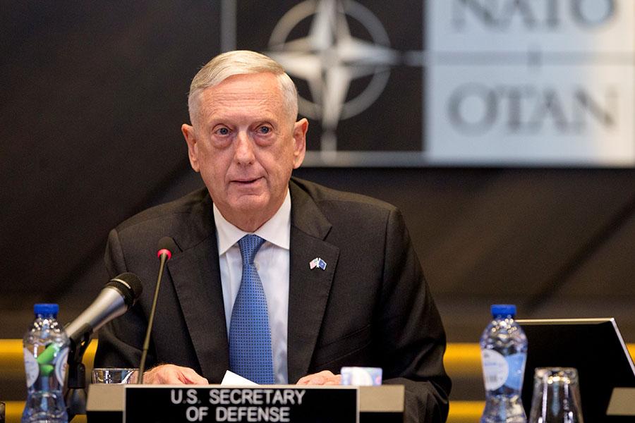 美國國防部長馬蒂斯表示,可以讓美國將空中監視的部份重點從塔利班轉移到IS武裝份子,以及基地組織上,這些武裝份子在美軍入駐阿富汗17年後仍構成威脅。(VIRGINIA MAYO/AFP/Getty Images)