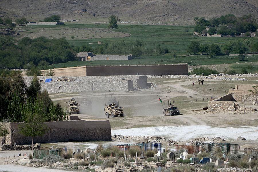 美軍和阿富汗特種作戰部隊在近日的清場行動中,擊斃了阿富汗德巴拉地區約140名伊斯蘭國武裝份子。圖為資料圖片。(NOORULLAH SHIRZADA/AFP/Getty Images)