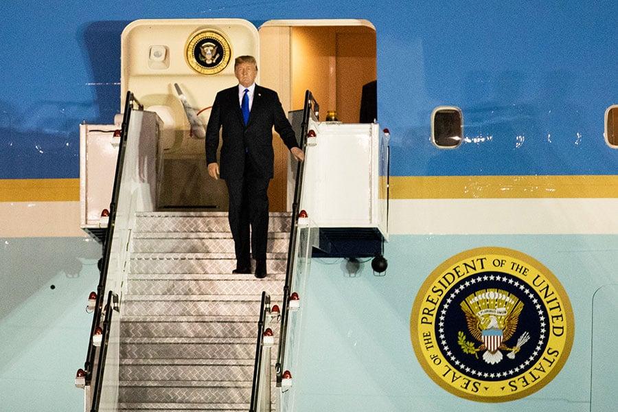 6月10日,美國總統特朗普抵達新加坡,準備參加6月12日舉行的特金會。(Charlotte Cuthbertson/大紀元)