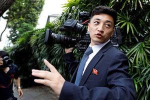 鏡頭只對準一人 北韓記者怪異行為引圍觀
