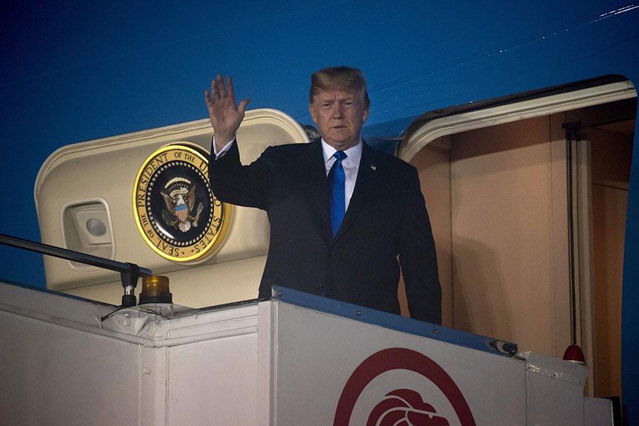 針對美朝首腦會談,美國總統特朗普和北韓領導人金正恩的期望和目標顯然有所不同。圖為2018年6月10日,特朗普搭乘專機空軍一號抵達新加坡。(SAUL LOEB/AFP/Getty Images)