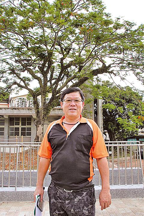能救活老樹,林俊寬感到非常開心。(陳志達/大紀元)