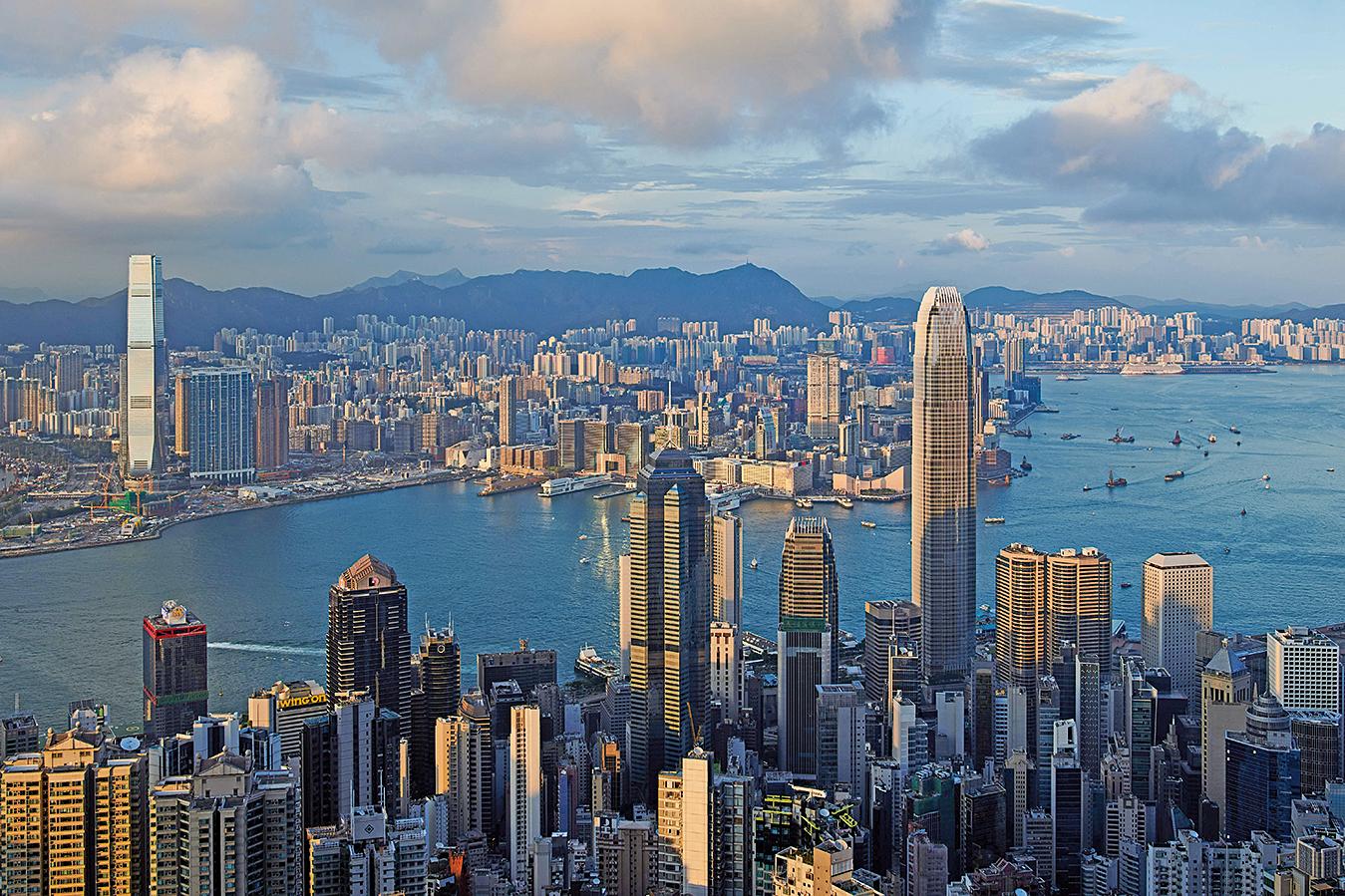 自主權1997年移交大陸後,香港成了中共權貴階層的洗錢基地。(Getty Images)