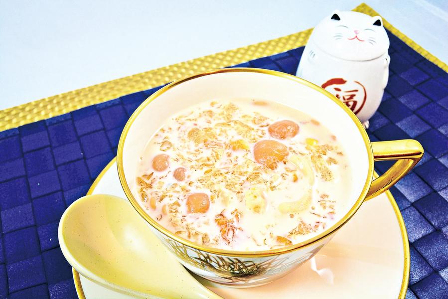 【梁廚美食】鮮奶桃膠百合蓮子燉圓肉