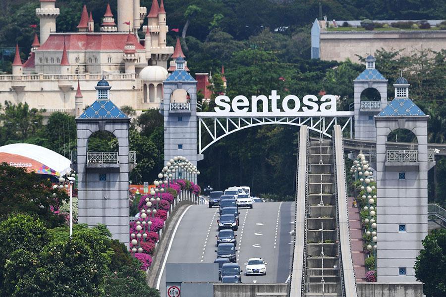 北韓車隊正在離開聖淘沙島。(TED ALJIBE/AFP/Getty Images)