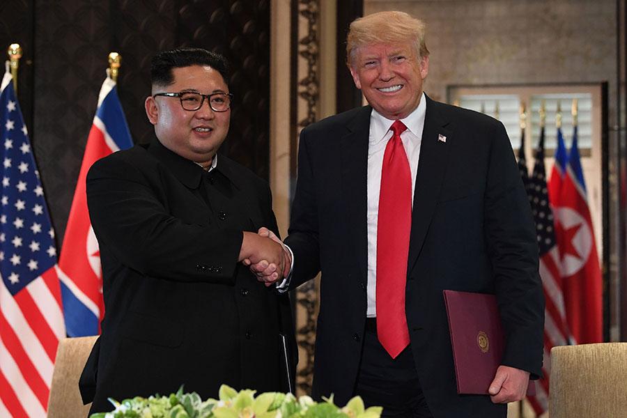 特朗普與金正恩簽署歷史性協議。(SAUL LOEB/AFP/Getty Images)