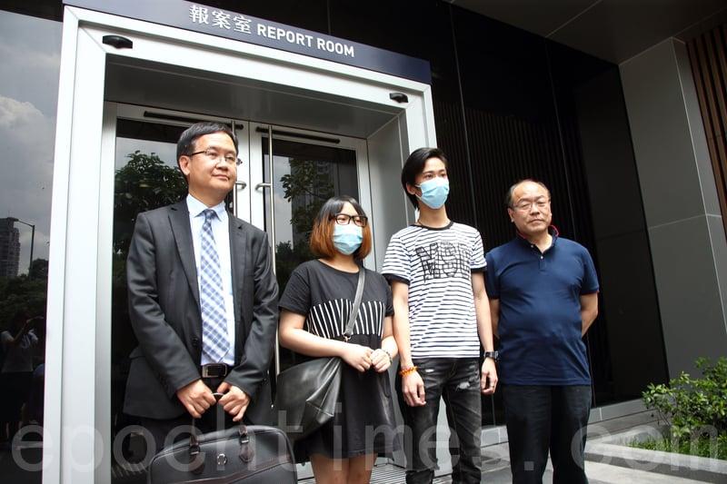 廣華醫院月初發生女嬰墮地事件,女嬰父母昨日在立法會議員馮檢基陪同下, 再到油麻地警署報案。( 李逸/大紀元)