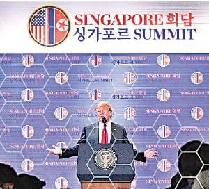 昨日下午,美國總統特朗普在新加坡召開記者會。(Samira Bouaou/大紀元)