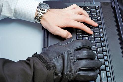 美國司法部於當地時間周一(11日)宣佈在全球三大洲逮捕了74名網絡詐騙疑犯。(Depositphotos)