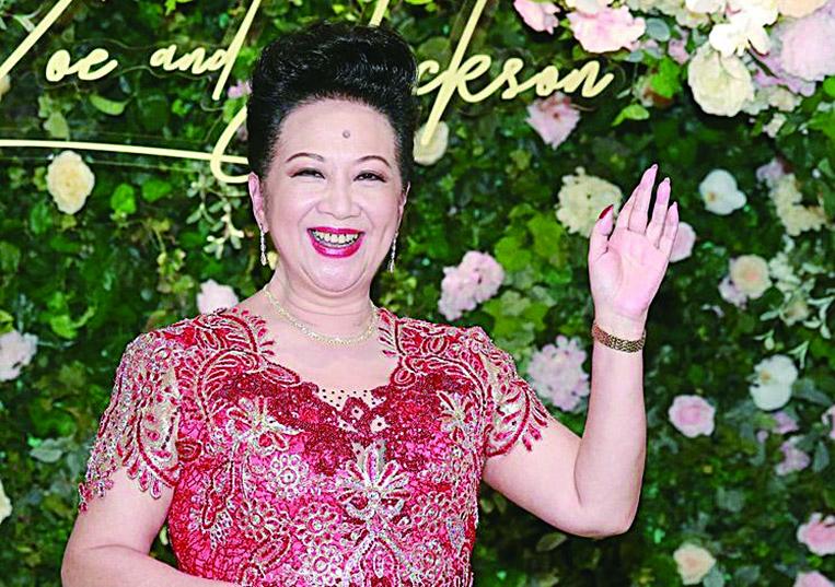 薛家燕表示終於等到兒子石耀庭成家立室,非常開心。(網絡圖片)