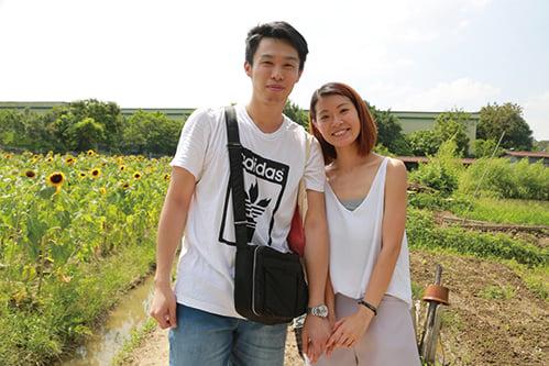 居住南區的陳先生帶女朋友前往,雖然舟車勞頓,但眼見美麗花田,亦感到十分值得。(陳仲明/大紀元)
