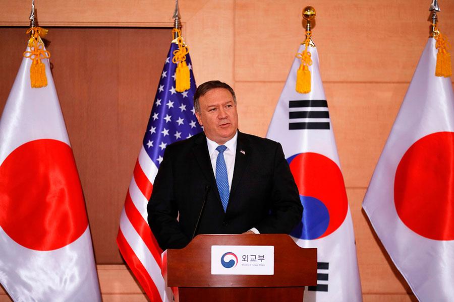 美國國務卿蓬佩奧周四(14日)在訪韓的記者會上說,北韓完全無核化得到驗證之前,聯合國的制裁不會解除。「我們相信金正恩也想快點棄核。」(KIM HONG-JI/AFP/Getty Images)