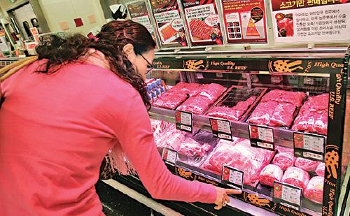 美國農業部副部長周二表示,美國官員在最近的貿易談判中,向中方提出有關禽類、牛肉和生物技術問題。(Chung Sung-Jun/Getty Images)