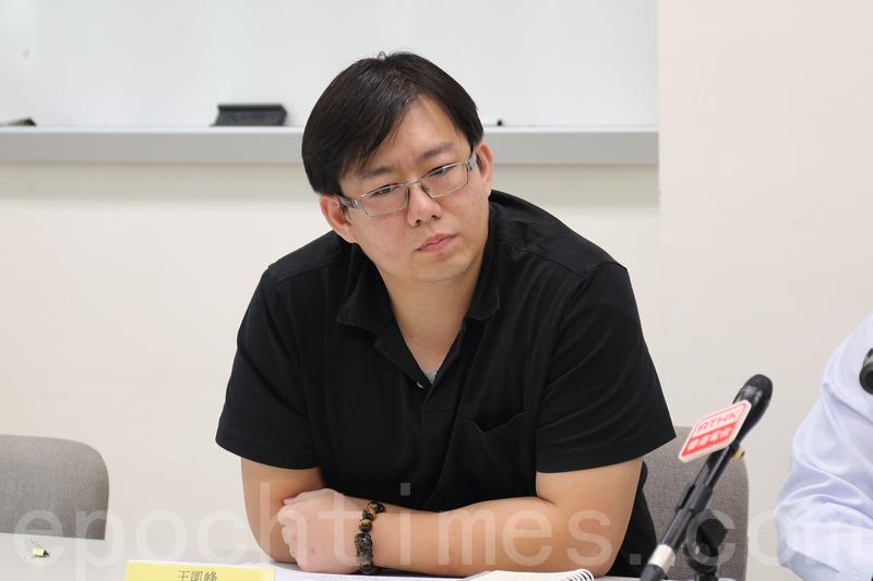 被評為教學研究優異的王凱峰最終不獲浸大續約,他擬就浸大校長錢大康決定提出司法覆核。(李逸/大紀元)